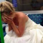 Foto: O fotografie cu o mireasă care plânge în metrou a devenit virală