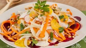 Foto: Alimentul care nu trebuie să-ţi lipsească din salată, elimină toxinele şi regenerează ficatul!