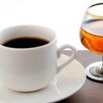 Foto: Ce se întâmplă dacă bei cafea amestecată cu alcool