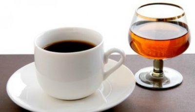 Ce se întâmplă dacă bei cafea amestecată cu alcool