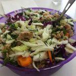 Foto: Perfectă pentru prânz! Salată de varză cu ton