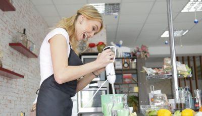 Olia Tira a gustat smoothie detox, promovat de Galina Tomaş