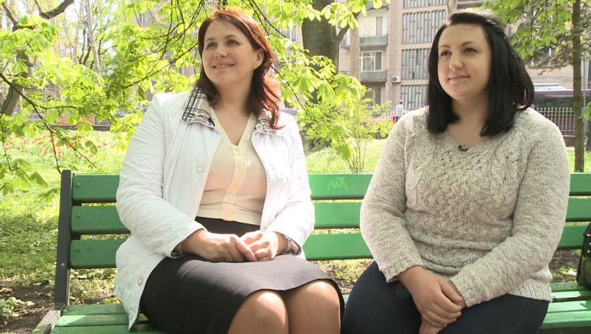 Foto: Două surori luptă pentru a câștiga primul loc în competiția Slăbește Sănătos!