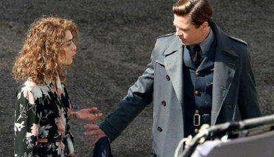 Brad Pitt a fost surprins în timp ce se săruta cu o altă femeie