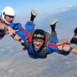 Foto: Dan Bălan a sărit pentru prima dată cu parașuta!