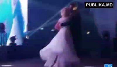 Vezi primul dans al mirilor Dorin Chirtoacă și Anișoara Loghin