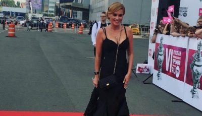 Ksenia Borodina s-a sărutat pasional cu o femeie la Premiile RU.TV!