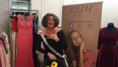 """Emilian Crețu e """"Miss Țîntirim"""". Vezi cea mai nouă parodie a lui!"""