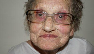 Uluitor. Cum arată această bătrânică după ce e machiată de nepoata sa!