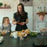 Foto: Galina Tomaș îi învață pe cei mici să se alimenteze sănătos!