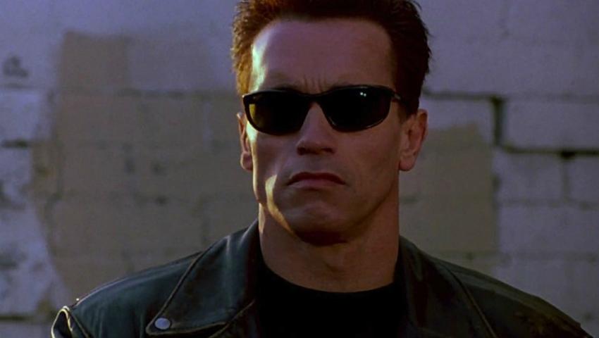 Foto: Cum arată fiul lui Arnold Schwarzenegger. Actorul l-a însoţit la ceremonia de absolvire a facultăţii