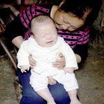 Foto: Un bebeluş din China s-a născut cu 31 de degete! Video