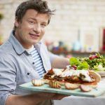 Foto: Trucurile culinare de la Jamie Oliver! Cum salvezi o mâncare în care ai scăpat prea multă sare