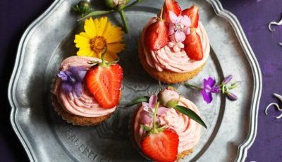 Cupcakes cu cremă de căpșuni!