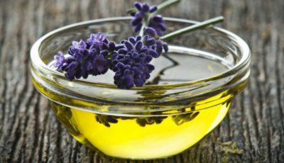 Cum poți face acasă uleiul de levănțică. E perfect pentru masaj!