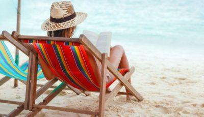 4 cărți perfecte de citit pe plajă!