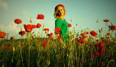 Accesorizează-ți ținuta cu o coroniță din flori!