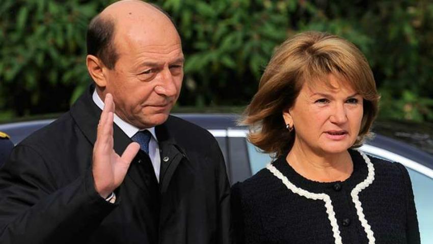 Foto: Traian Băsescu a primit cetățenia Republicii Moldova!