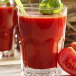 Foto: Ce se întâmplă în organism dacă bei zilnic un pahar de suc de roşii, timp de două luni