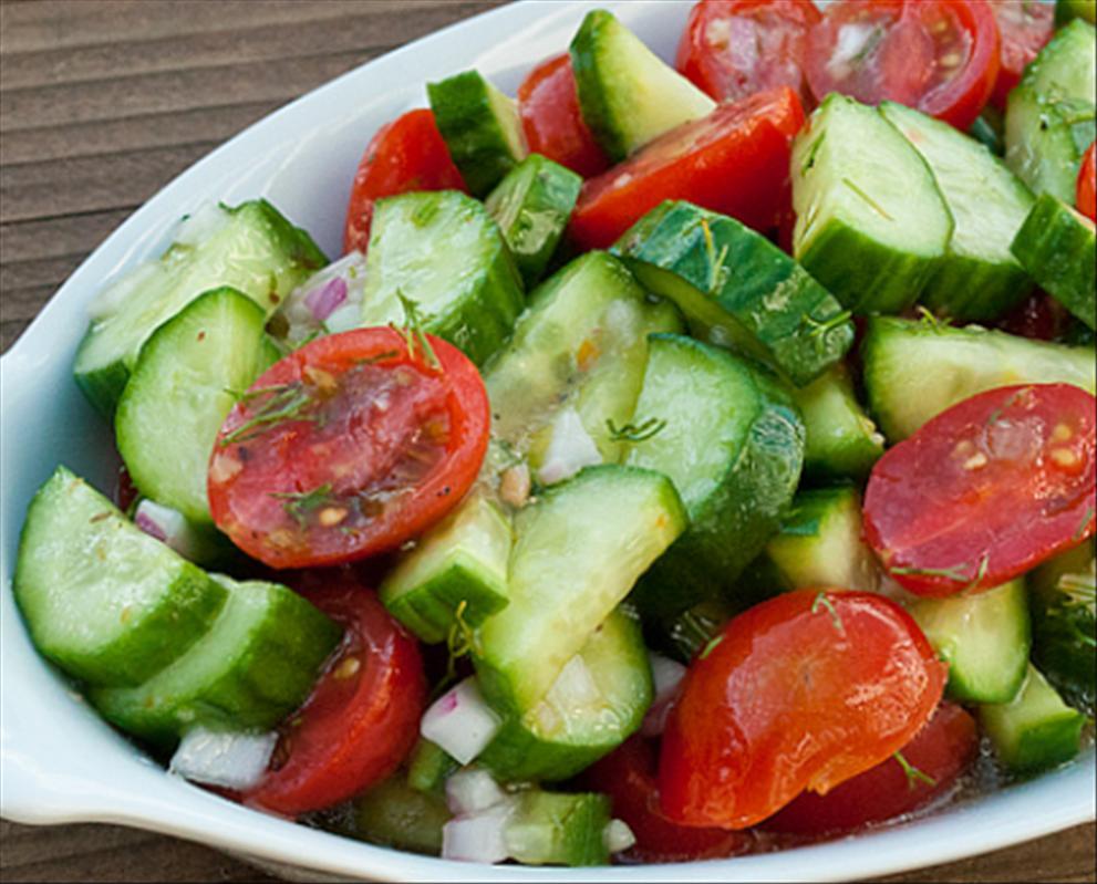 salata de vara cu rosii si castraveti