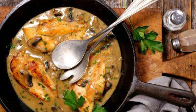 Piept de pui în sos cremos de ciuperci și usturoi! I