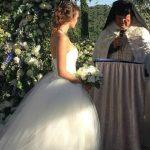 Foto: Ea 18, el 55! Un milionar a organizat o nuntă de lux pentru soția sa