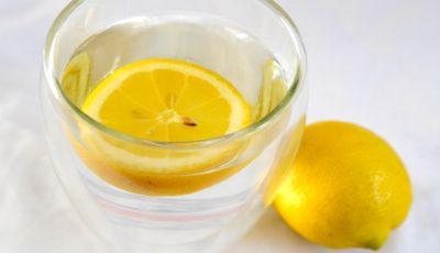 10 probleme de sănătate în care poţi folosi apa cu lămâie ca medicament!