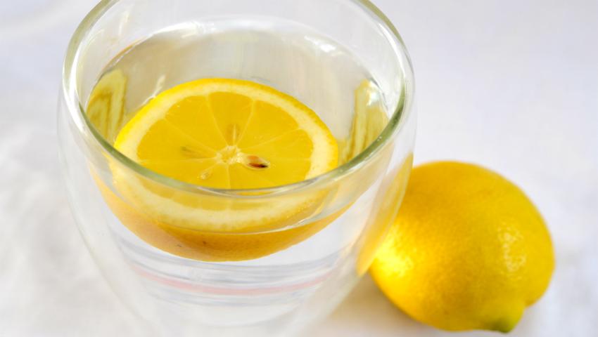 Foto: 10 probleme de sănătate în care poţi folosi apa cu lămâie ca medicament!