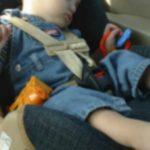 Foto: Un copil a murit din cauza şocului termic, după ce a stat mai mult de 45 de minute încuiat în automobil!