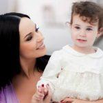 """Foto: Andreea Marin, impresionată până la lacrimi de fetiţa sa: """"Nu ştiam că mă vede aşa"""""""