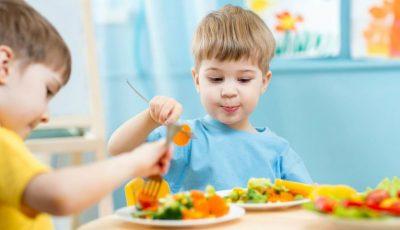 Mai mult peşte în alimentaţia copiilor de la grădiniţele şi şcolile din ţară! Vezi ce alte schimbări s-au produs în noile meniuri