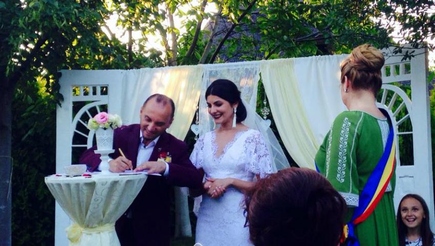 Foto: Anatol Durbală și Olesea Sveclă au semnat un contract matrimonial. Află și alte detalii!