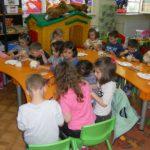 """Foto: """"Snacksuri"""" în meniul nou din unele şcoli şi grădiniţe din Capitală!"""