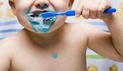 Ce NU trebuie să conțină pasta de dinți pentru copii