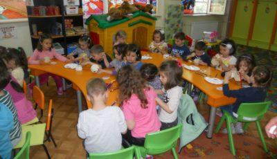 """""""Snacksuri"""" în meniul nou din unele şcoli şi grădiniţe din Capitală!"""