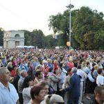 Foto: Moldovenii nu-și doresc două zile de vacanță. Aceștia au semnat și o petiție