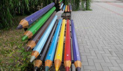 În Ialoveni au fost instalate bănci din creioane colorate
