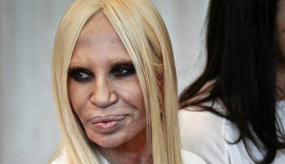 Donatella Versace s-a afișat în costum de baie la 61 de ani!