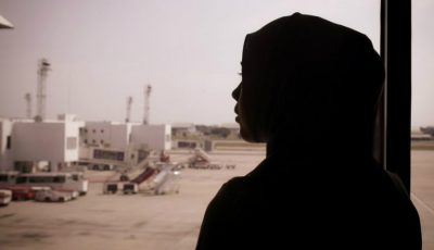 Se temea să se așeze lângă o femeie musulmană în avion. Nu ai să crezi ce a urmat