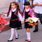 Foto: Careurile şcolare prea lungi, interzise în şcoli de 1 septembrie!