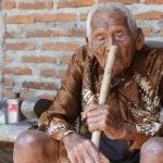 Foto: Cel mai în vârstă om din lume a fost descoperit în Indonezia! Vezi câţi ani are