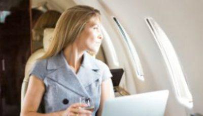 De ce sunt resimţite mai intens diferenţele de fus orar atunci când se efectuează un zbor dinspre vest spre est?
