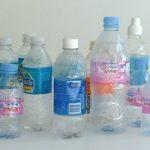 Foto: Sticlele de apă refolosite conţin mai multe bacterii decât un capac de toaletă!