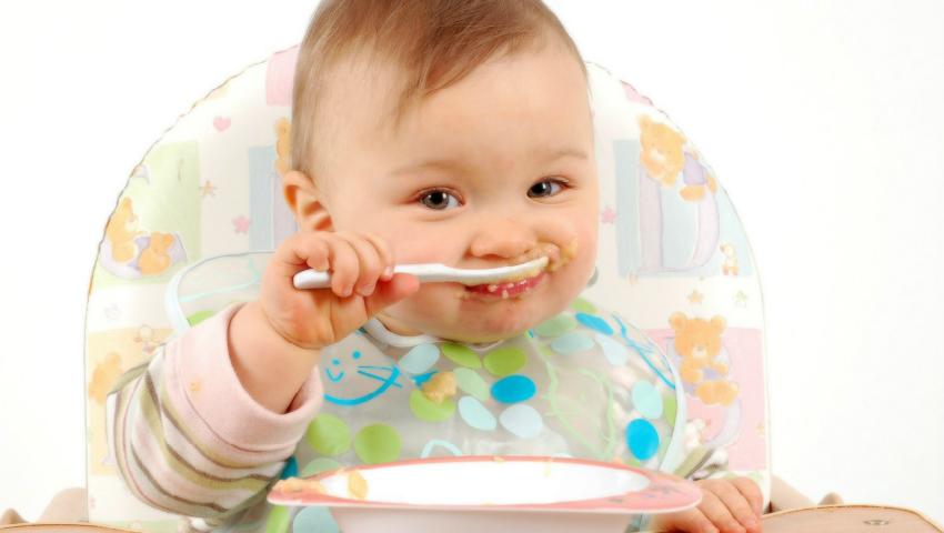 Foto: Cum îţi dai seama dacă cele cinci mese pe zi sunt potrivite nevoilor nutriţionale ale bebeluşului tău