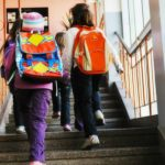 Foto: Ce sumă de bani cheltuie în fiecare lună un părinte pentru necesităţile unui şcolar?