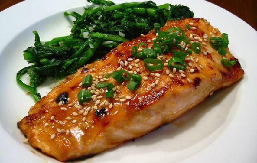 Foto: De ce să mănânci carne şi peşte dimineaţa?