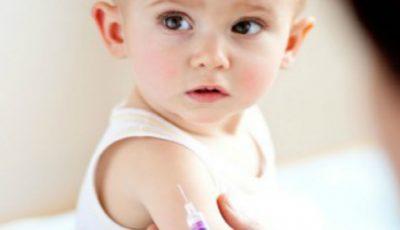 Sunt vaccinurile obligatorii pentru înscrierea copiilor la școli și grădinițe?