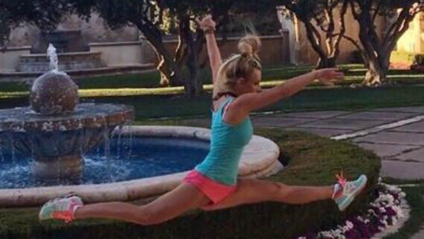 Foto: Britney Spears îşi uimeşte fanii în cea mai nouă ipostază! Face sfoara în aer