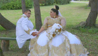 La nunta unor romi s-au aruncat în mire și mireasă aur și bancnote de 500 euro!