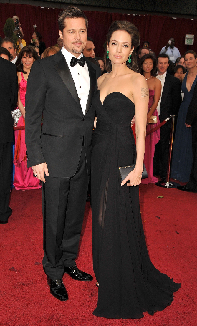 HOLLYWOOD - FEBRUARY 22:  Actors Brad Pitt and Angelina Jolie arrives at the 81st Annual Academy Awards held at The Kodak Theatre on February 22, 2009 in Hollywood, California.  (Photo by Steve Granitz/WireImage)